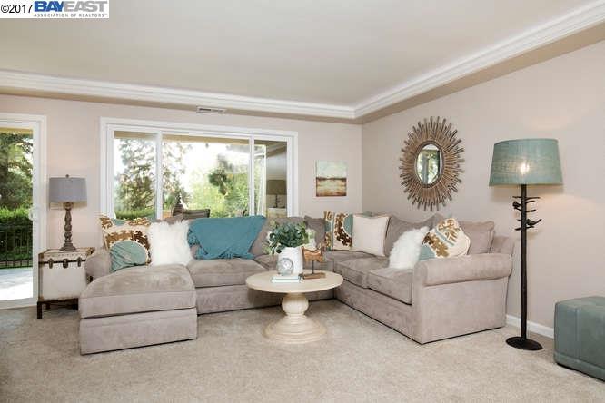 Condominio por un Venta en 2500 Ptarmigan Drive 2500 Ptarmigan Drive Walnut Creek, California 94595 Estados Unidos