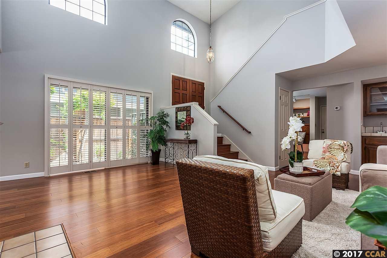 タウンハウス のために 売買 アット 10 Benedita Place 10 Benedita Place Moraga, カリフォルニア 94556 アメリカ合衆国