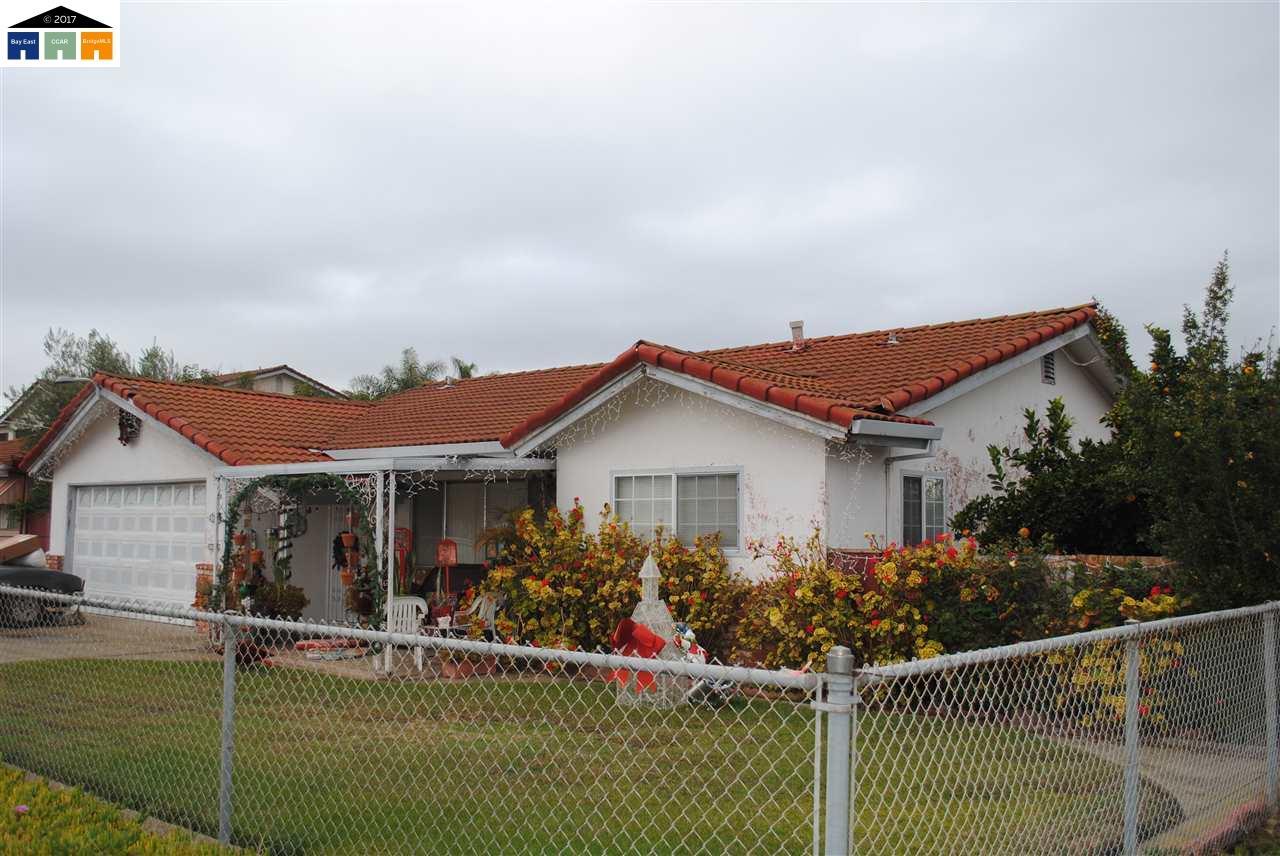 Maison avec plusieurs logements pour l Vente à 37280 Magnolia 37280 Magnolia Newark, Californie 94560 États-Unis