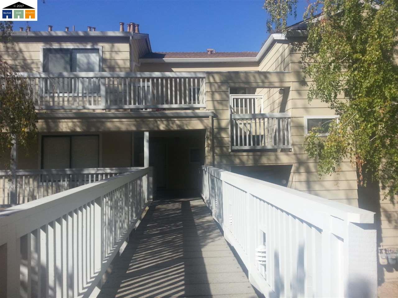 Appartement en copropriété pour l Vente à 330 Mill Road 330 Mill Road Martinez, Californie 94553 États-Unis