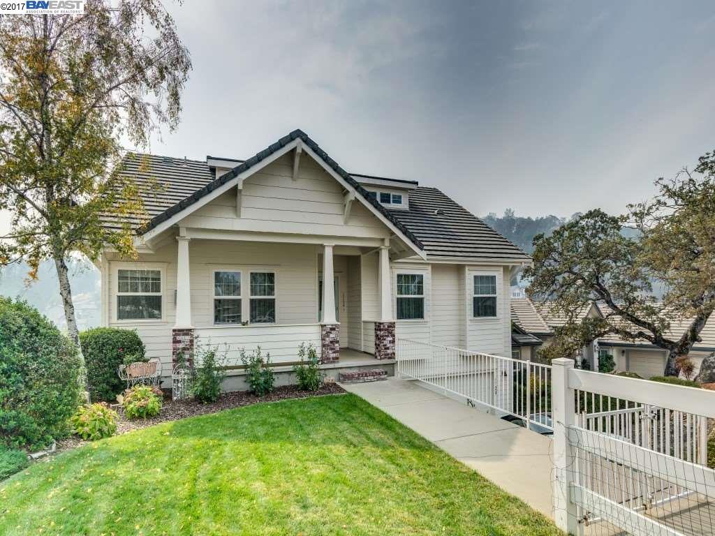 獨棟家庭住宅 為 出售 在 1129 Shoreline Court 1129 Shoreline Court Copperopolis, 加利福尼亞州 95228 美國
