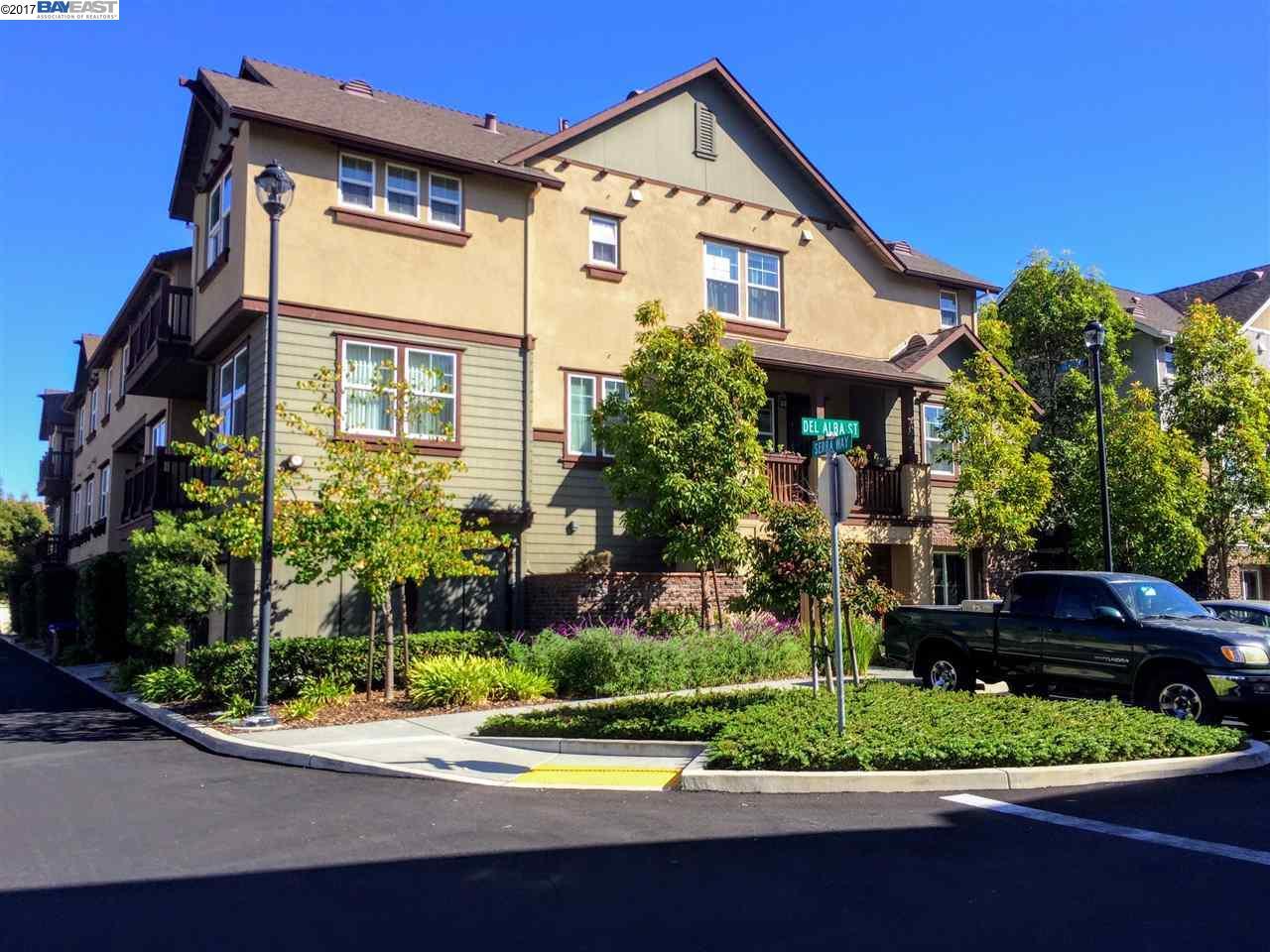 تاون هاوس للـ Sale في 104 Serra Way 104 Serra Way San Pablo, California 94806 United States