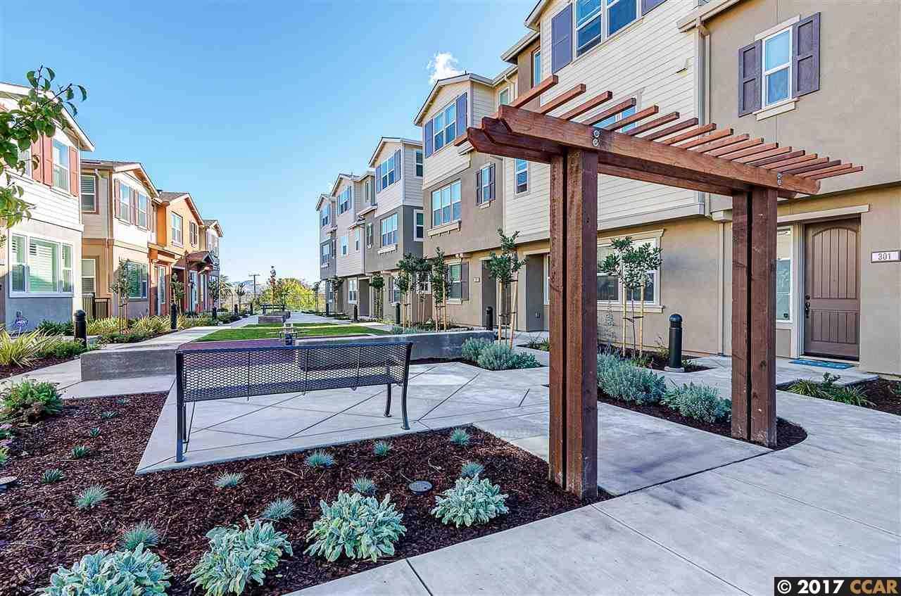 Appartement en copropriété pour l Vente à 805 Tierney Place 805 Tierney Place Martinez, Californie 94553 États-Unis