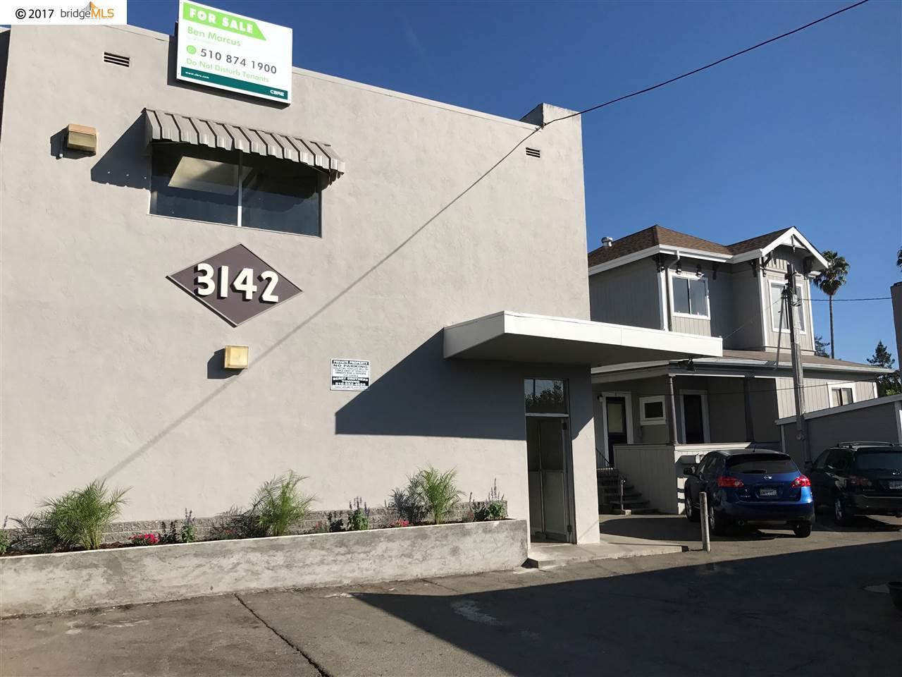 Многосемейный дом для того Продажа на 3136 Fruitvale Avenue 3136 Fruitvale Avenue Oakland, Калифорния 94602 Соединенные Штаты