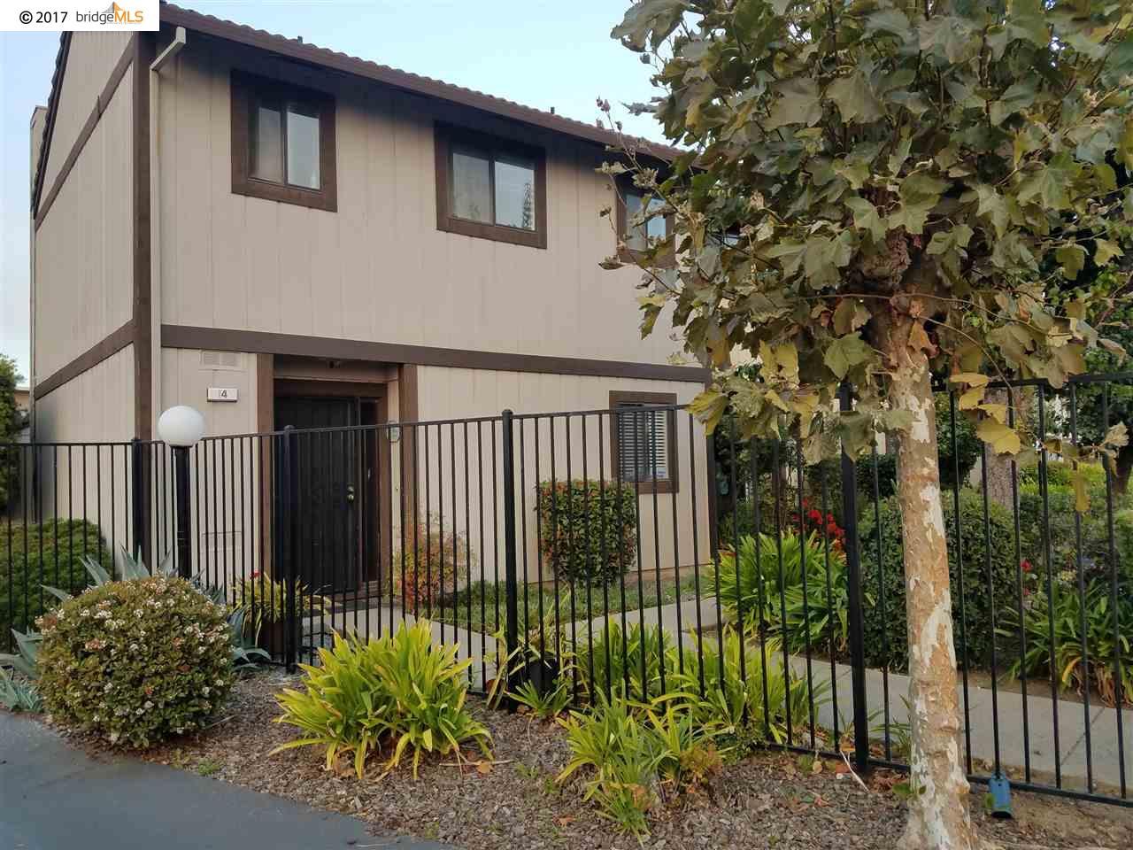 تاون هاوس للـ Sale في 2600 Giant Road 2600 Giant Road San Pablo, California 94806 United States