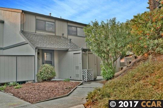 Maison accolée pour l Vente à 1560 Ashwood Drive 1560 Ashwood Drive Martinez, Californie 94553 États-Unis