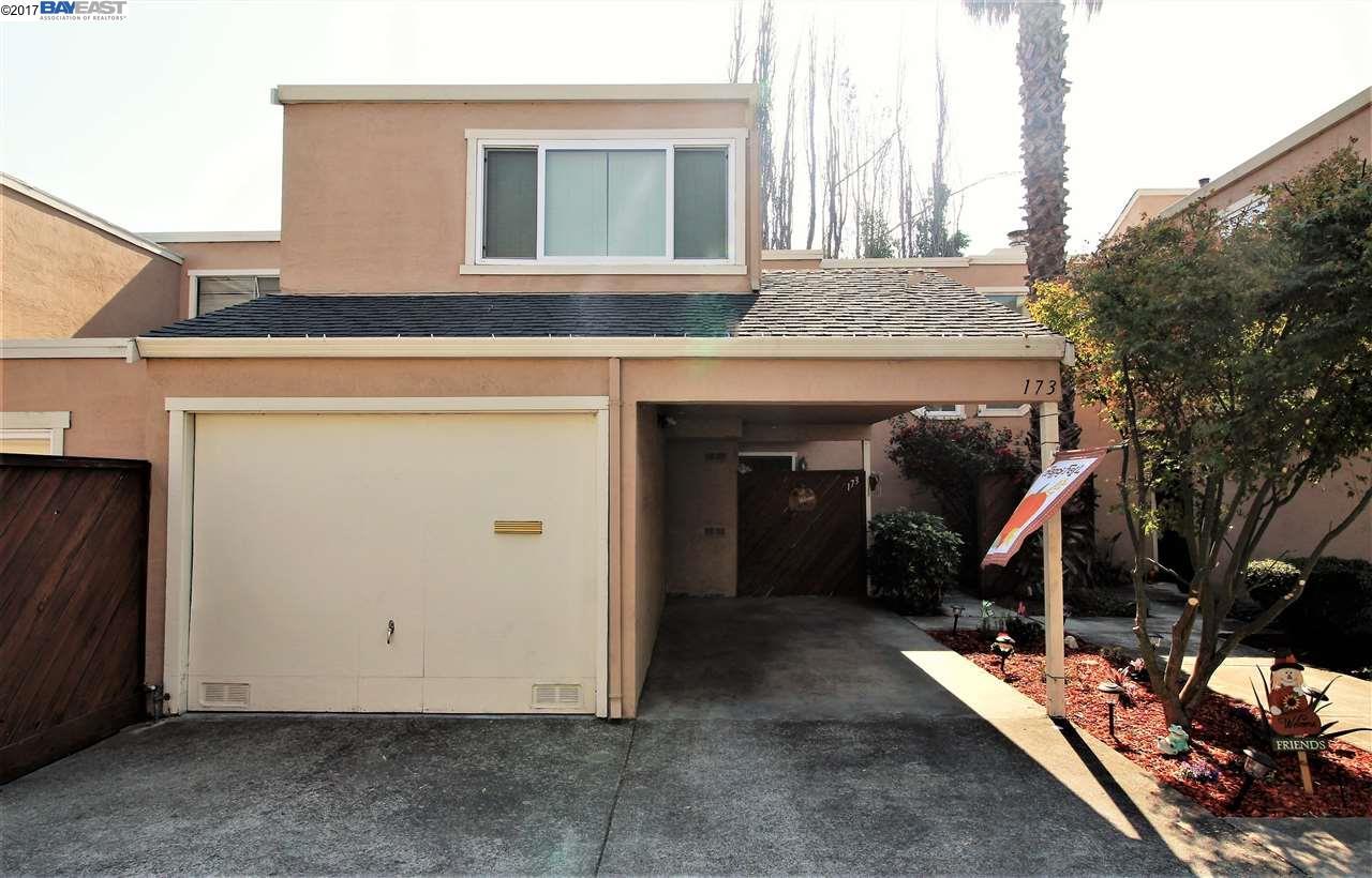 多棟聯建住宅 為 出售 在 173 Briarwood Drive 173 Briarwood Drive Hayward, 加利福尼亞州 94544 美國