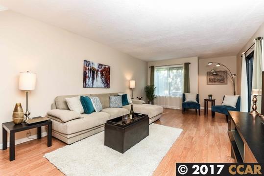 Appartement en copropriété pour l Vente à 1442 Ashwood Drive 1442 Ashwood Drive Martinez, Californie 94553 États-Unis