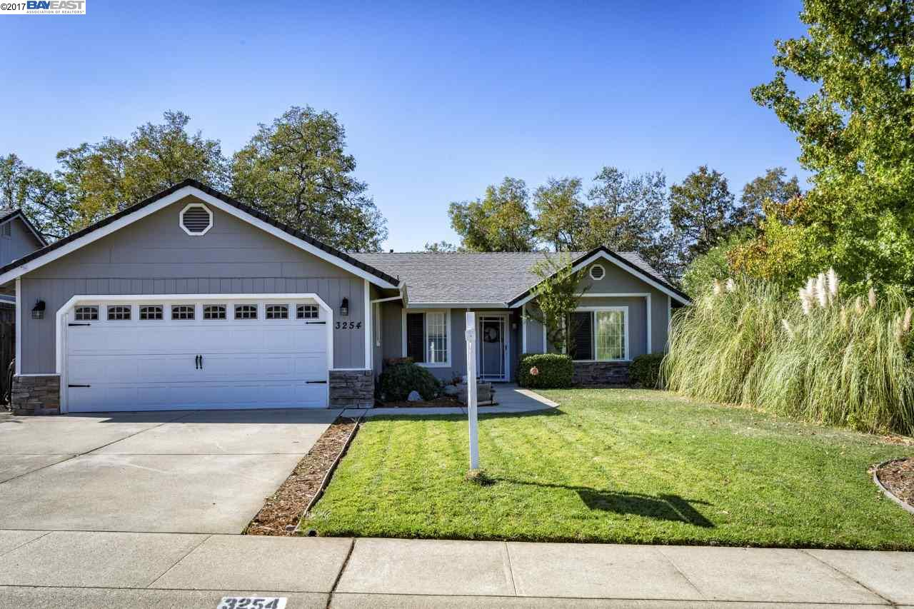 واحد منزل الأسرة للـ Sale في 3254 Tapestry Lane 3254 Tapestry Lane Shasta Lake, California 96019 United States