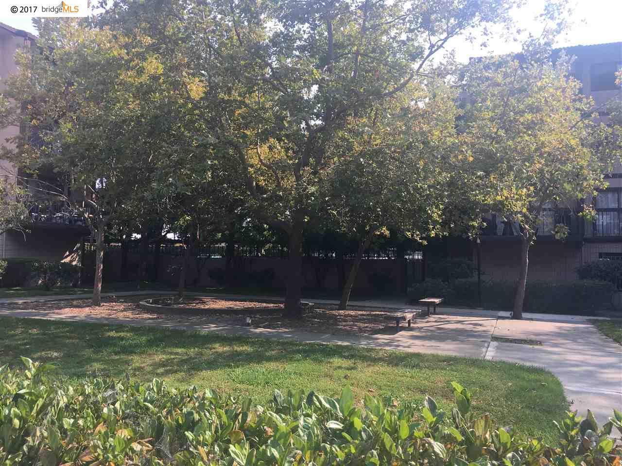Appartement en copropriété pour l Vente à 2021 Market Avenue 2021 Market Avenue San Pablo, Californie 94806 États-Unis