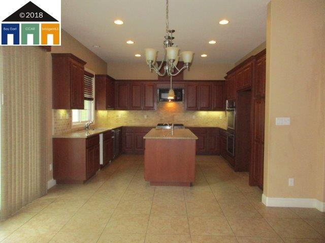 Additional photo for property listing at 510 Carrick Court 510 Carrick Court Hayward, California 94542 Estados Unidos
