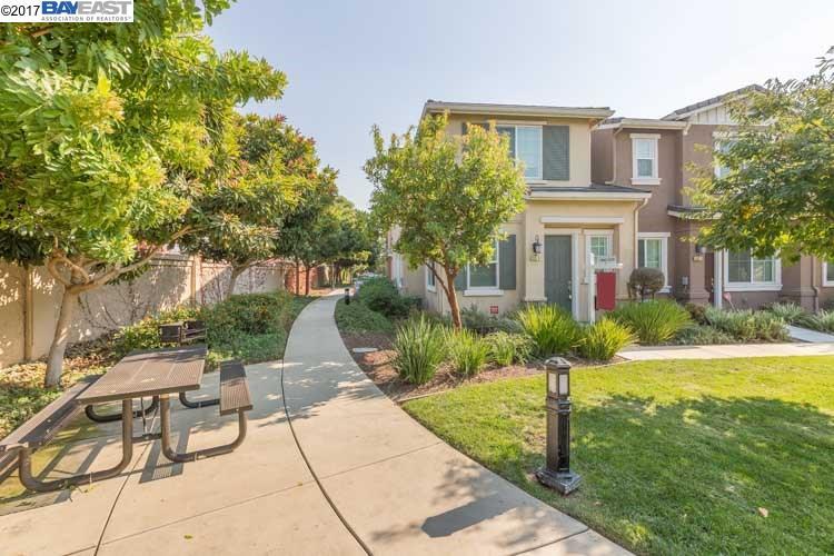 多棟聯建住宅 為 出售 在 800 Old Oak Lane 800 Old Oak Lane Hayward, 加利福尼亞州 94541 美國