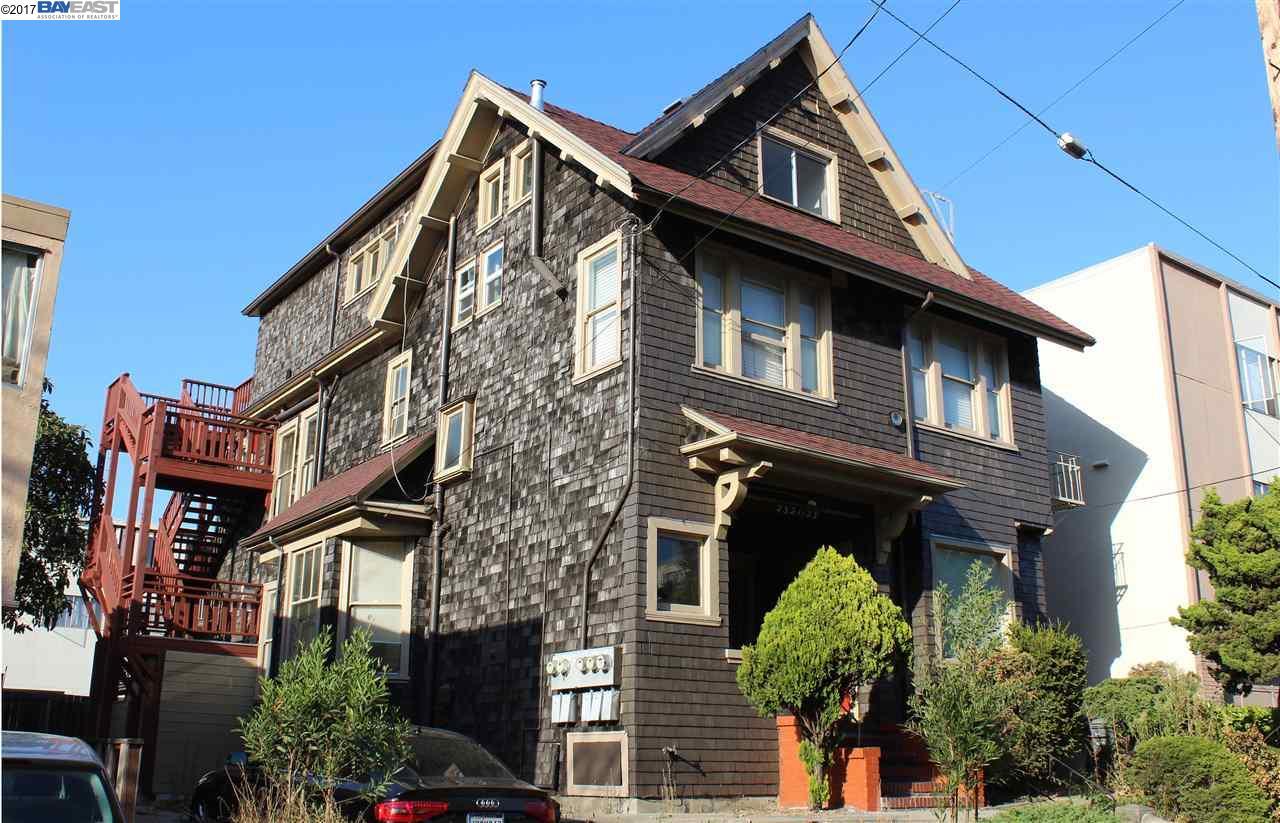 Maison avec plusieurs logements pour l Vente à 2321 Blake Street 2321 Blake Street Berkeley, Californie 94704 États-Unis