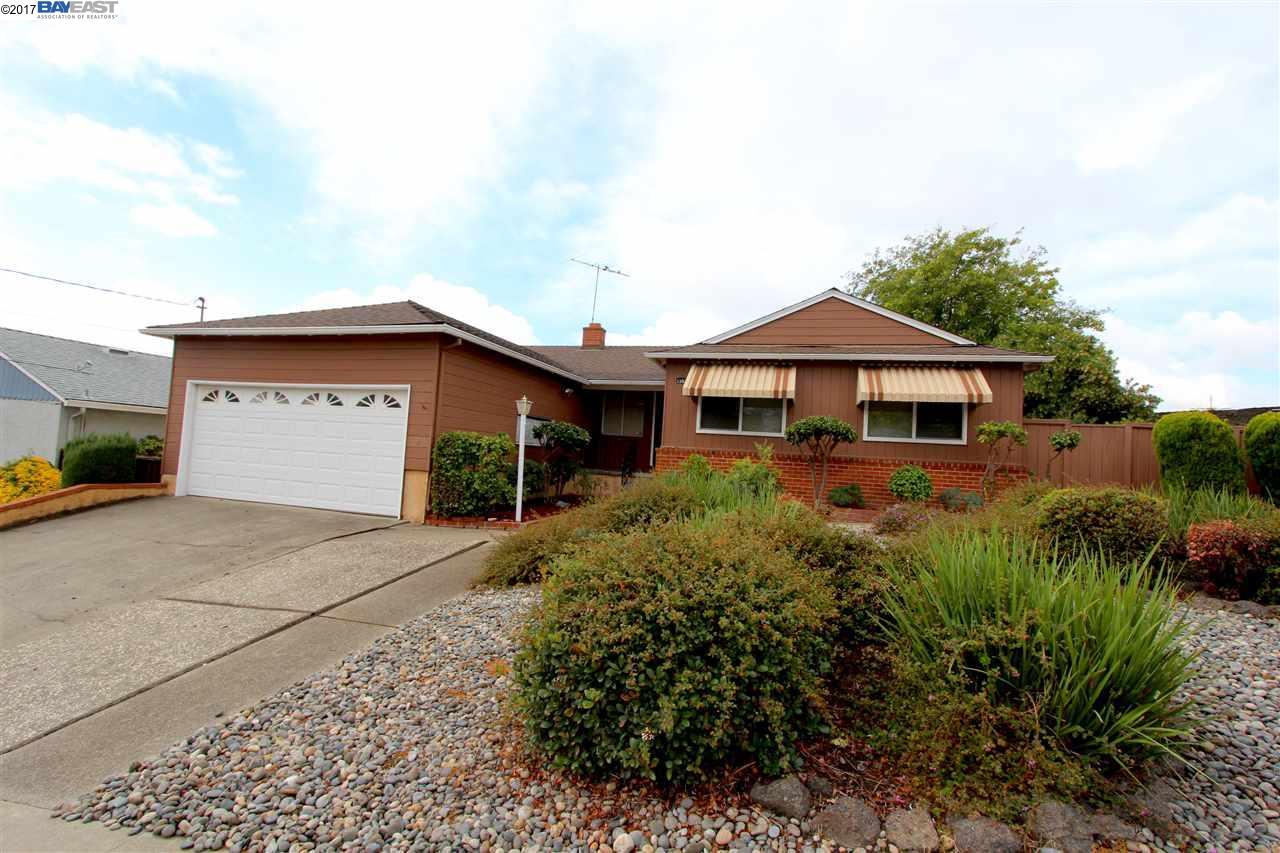 Casa Unifamiliar por un Alquiler en 13823 Velarde Drive 13823 Velarde Drive San Leandro, California 94578 Estados Unidos