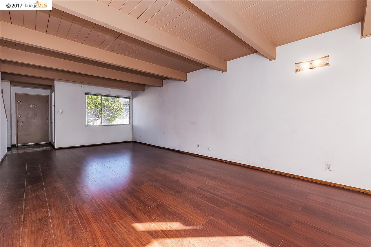 Casa Unifamiliar por un Venta en 1111 S 55Th Street 1111 S 55Th Street Richmond, California 94804 Estados Unidos