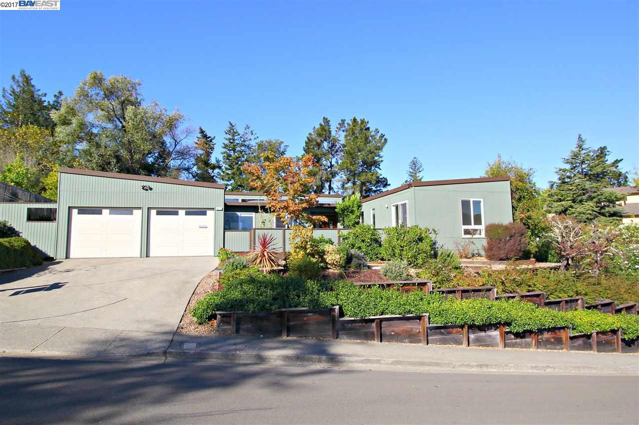 Single Family Home for Sale at 4721 Mira Vista Drive 4721 Mira Vista Drive Castro Valley, California 94546 United States
