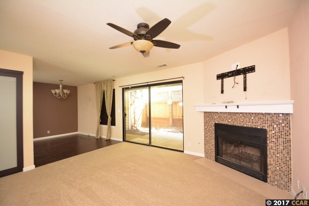 Appartement en copropriété pour l Vente à 677 Center Avenue 677 Center Avenue Martinez, Californie 94553 États-Unis