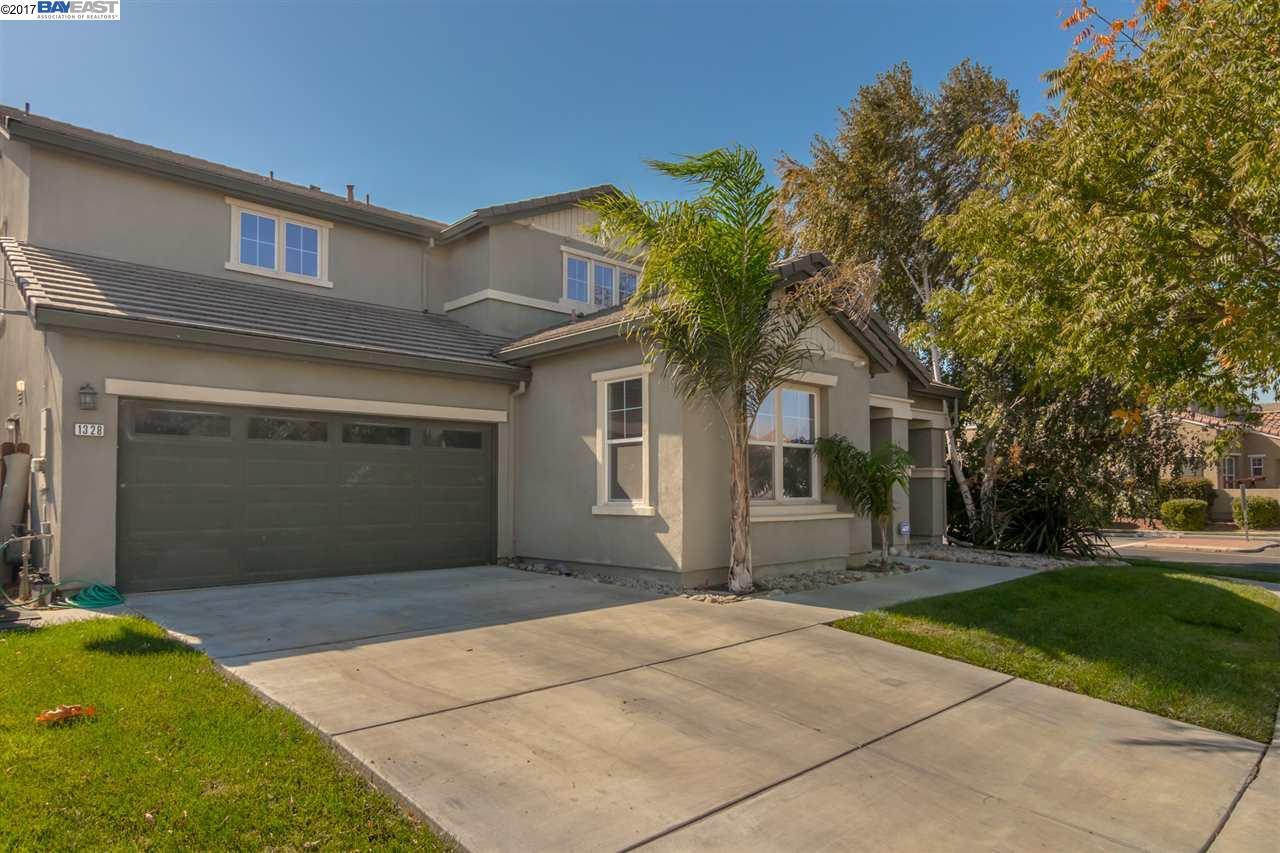 Частный односемейный дом для того Продажа на 1328 Cliff Swallow Drive 1328 Cliff Swallow Drive Patterson, Калифорния 95363 Соединенные Штаты
