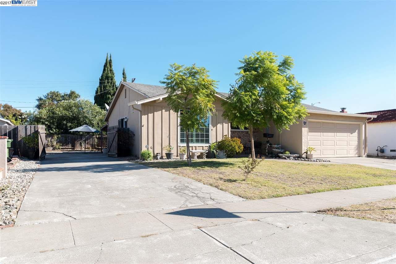 Maison unifamiliale pour l Vente à 39864 Burr Avenue 39864 Burr Avenue Fremont, Californie 94538 États-Unis