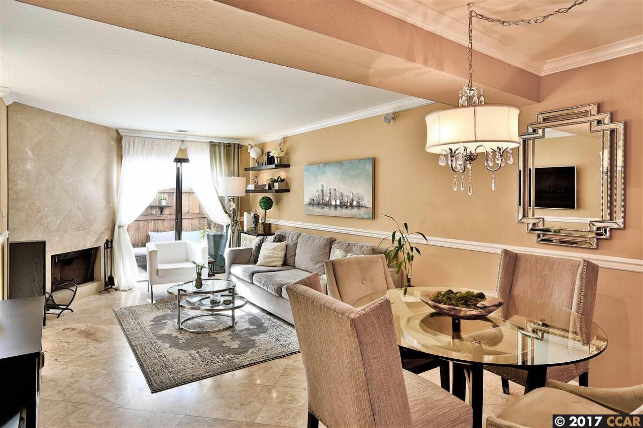 Appartement en copropriété pour l Vente à 341 Pantano Circle 341 Pantano Circle Martinez, Californie 94553 États-Unis