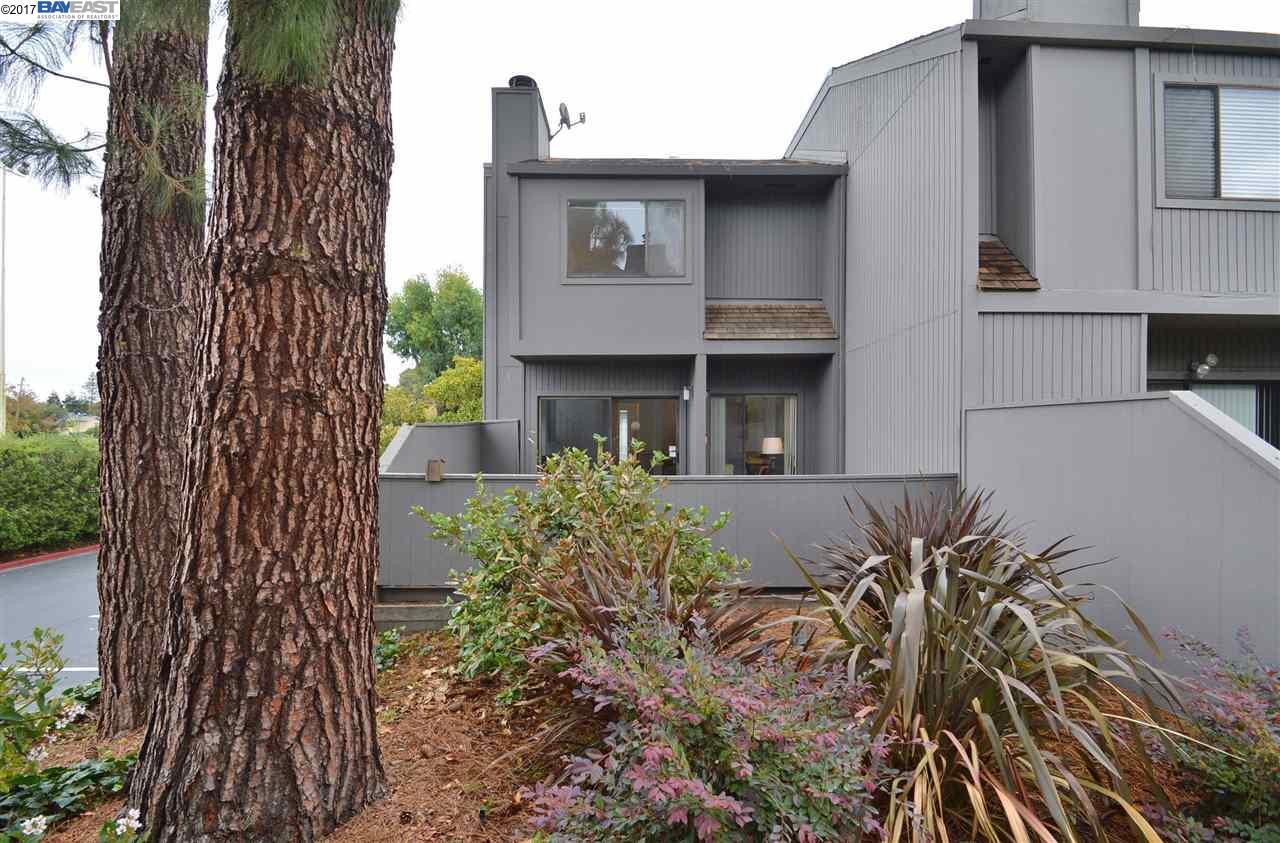 多棟聯建住宅 為 出售 在 18015 Silverado Road 18015 Silverado Road Hayward, 加利福尼亞州 94541 美國