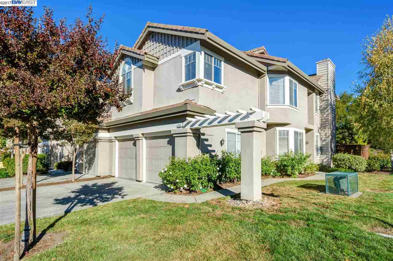Townhouse for Sale at 219 Sutton Circle 219 Sutton Circle Danville, California 94506 United States