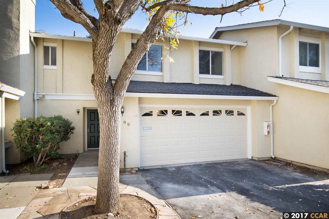 Maison accolée pour l Vente à 99 Fountainhead Court 99 Fountainhead Court Martinez, Californie 94553 États-Unis