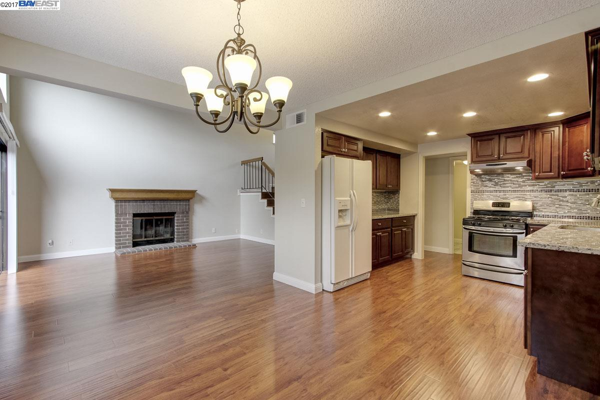 Таунхаус для того Продажа на 6366 Jarvis Avenue 6366 Jarvis Avenue Newark, Калифорния 94560 Соединенные Штаты