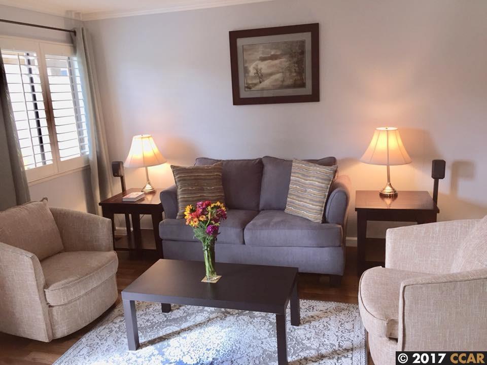 Maison accolée pour l Vente à 5045 Valley Crest Drive 5045 Valley Crest Drive Concord, Californie 94521 États-Unis
