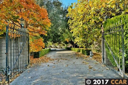 獨棟家庭住宅 為 出售 在 3295 Fairholm Court 3295 Fairholm Court Lafayette, 加利福尼亞州 94549 美國