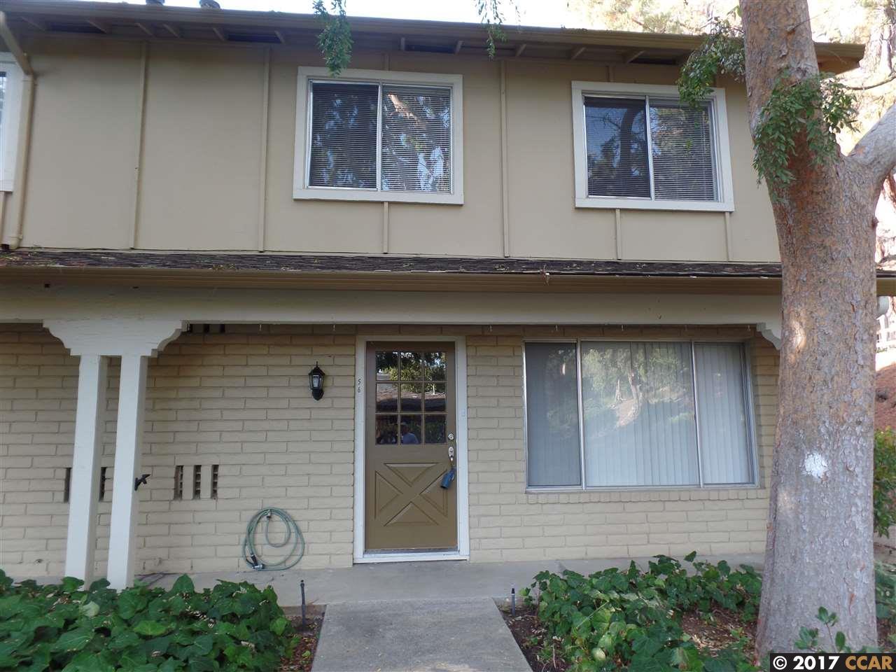 Maison accolée pour l Vente à 56 Fountainhead Court 56 Fountainhead Court Martinez, Californie 94553 États-Unis