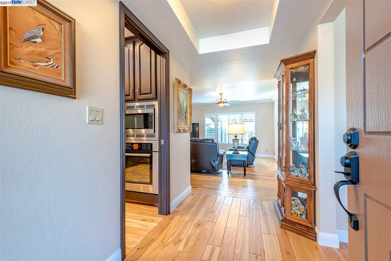 Maison unifamiliale pour l Vente à 36025 Caxton Place 36025 Caxton Place Fremont, Californie 94536 États-Unis