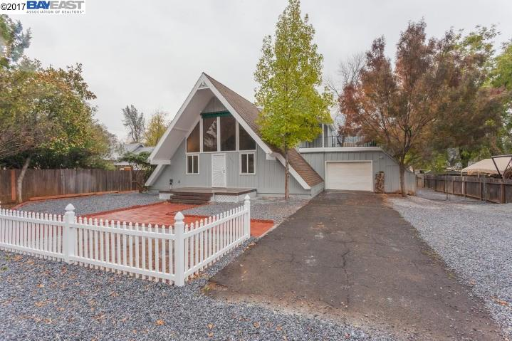 Casa Unifamiliar por un Venta en 1515 Grand River Avenue 1515 Grand River Avenue Shasta Lake, California 96019 Estados Unidos