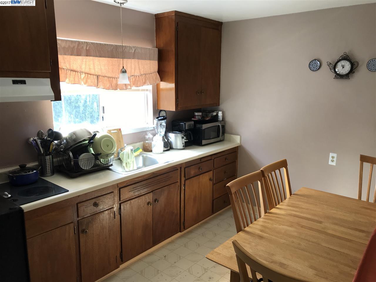 واحد منزل الأسرة للـ Sale في 1661 Mono Avenue 1661 Mono Avenue San Lorenzo, California 94578 United States