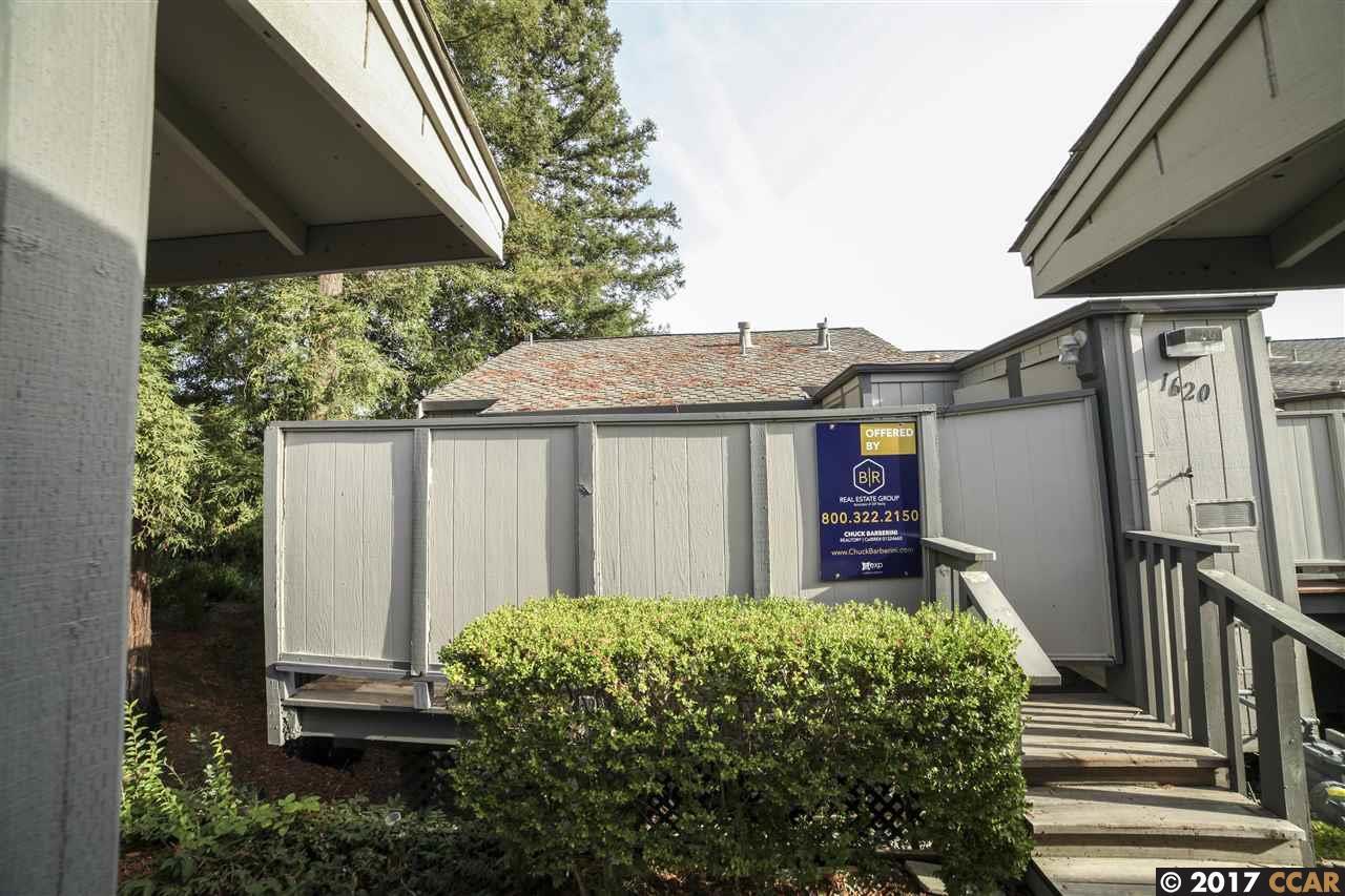 Appartement en copropriété pour l Vente à 1620 Ashwood Drive 1620 Ashwood Drive Martinez, Californie 94553 États-Unis