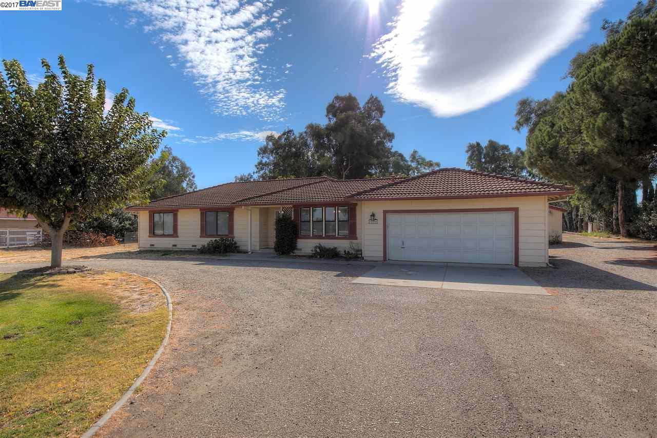 Einfamilienhaus für Verkauf beim 16050 Tsirelas Drive 16050 Tsirelas Drive Tracy, Kalifornien 95304 Vereinigte Staaten