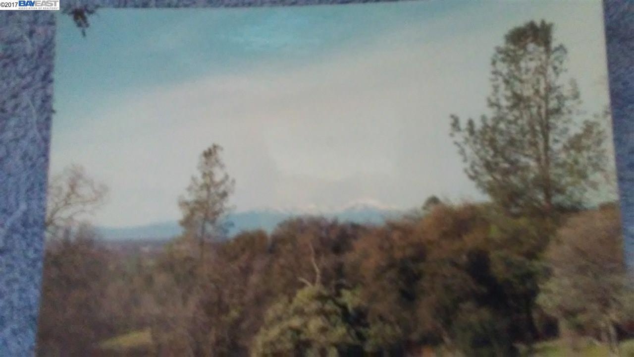 أراضي للـ Sale في 24467 State HWY 299 E 24467 State HWY 299 E Bella Vista, California 96008 United States