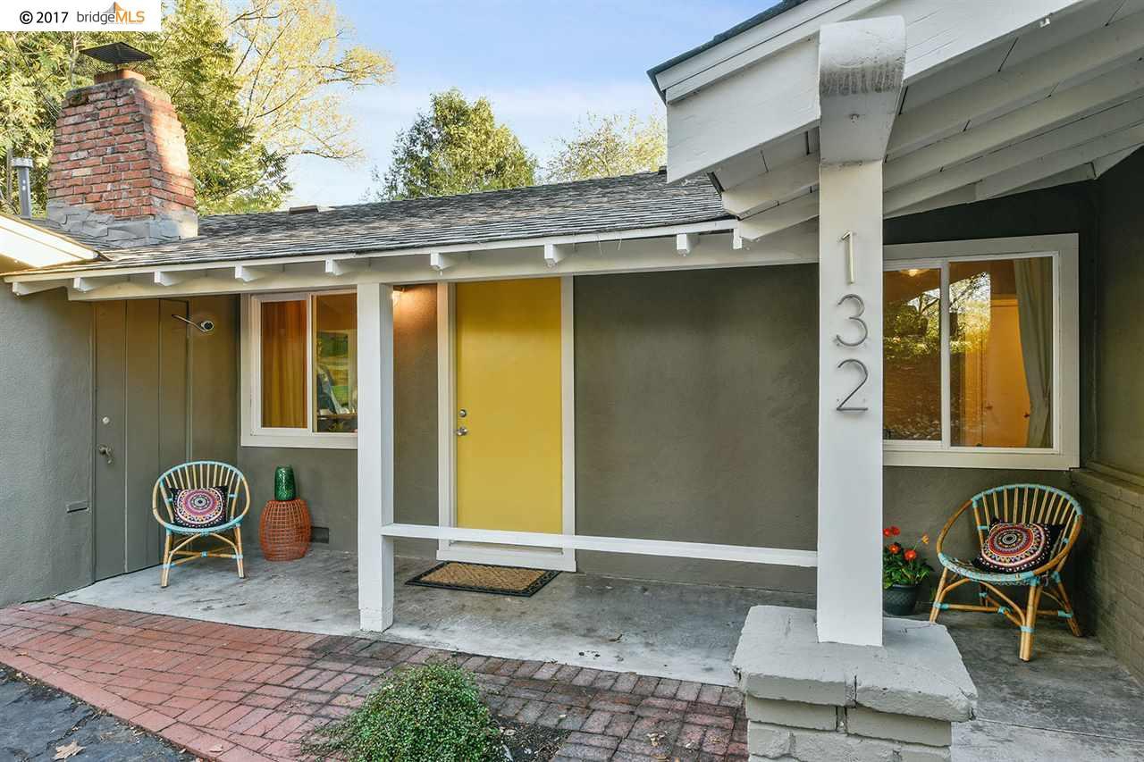 واحد منزل الأسرة للـ Sale في 132 Overhill Road 132 Overhill Road Orinda, California 94563 United States
