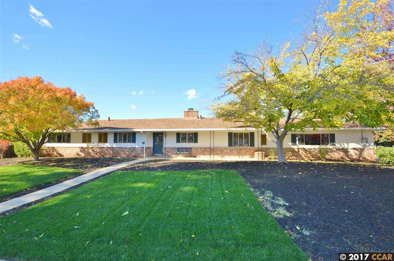 Single Family Home for Sale at 1333 Yosemite Circle 1333 Yosemite Circle Clayton, California 94517 United States
