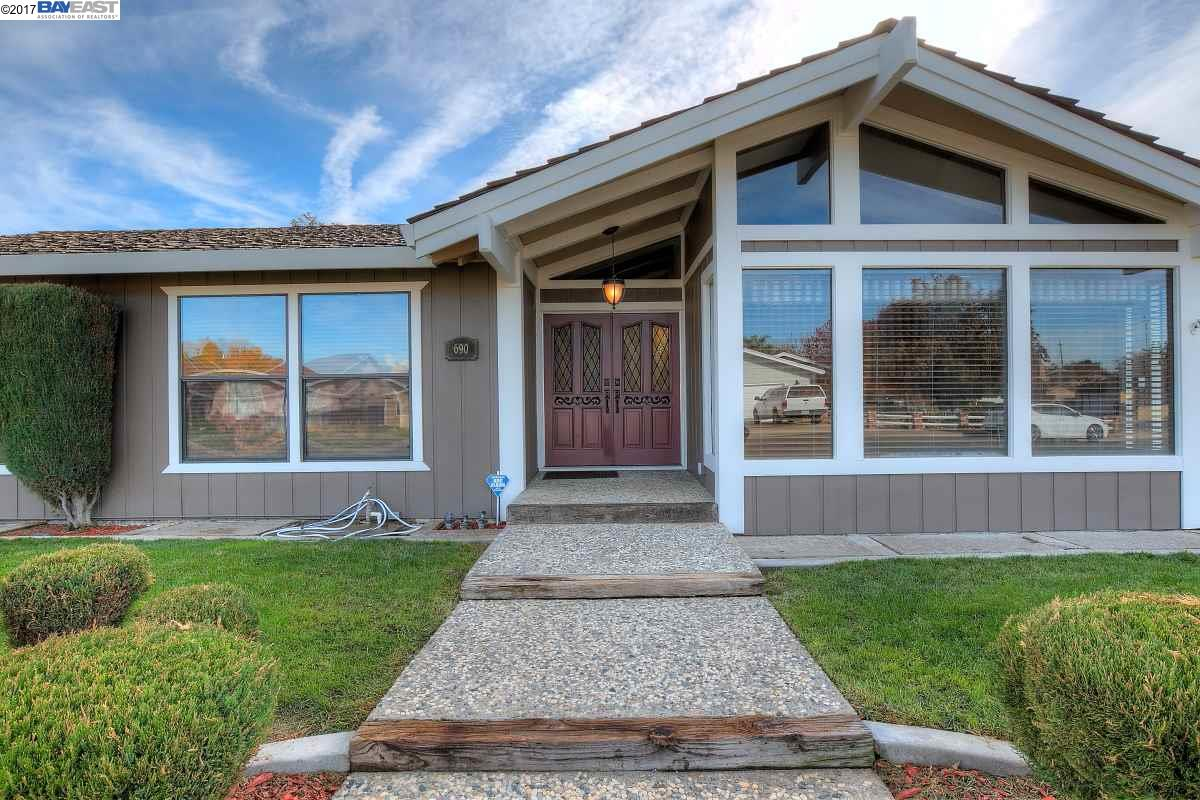 Single Family Home for Sale at 690 Eureka Court 690 Eureka Court Gustine, California 95322 United States
