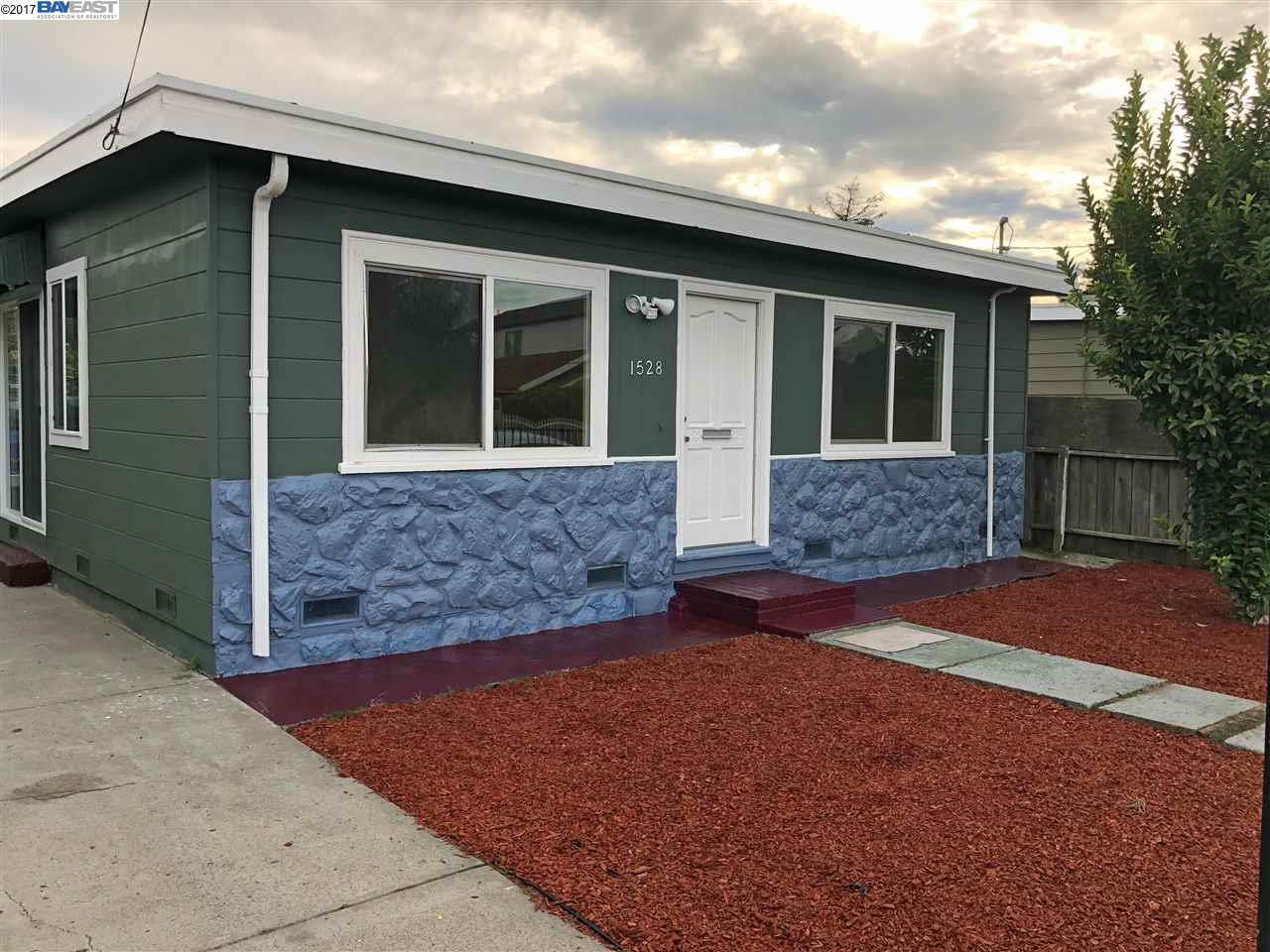 واحد منزل الأسرة للـ Sale في 1528 California Avenue 1528 California Avenue San Pablo, California 94806 United States