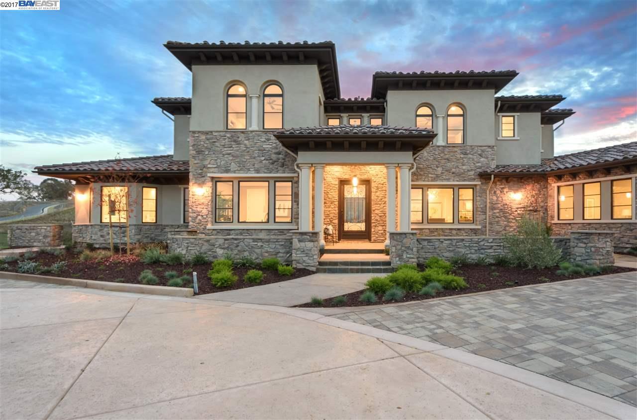 Частный односемейный дом для того Продажа на 47 Silver Oaks Court 47 Silver Oaks Court Pleasanton, Калифорния 94566 Соединенные Штаты