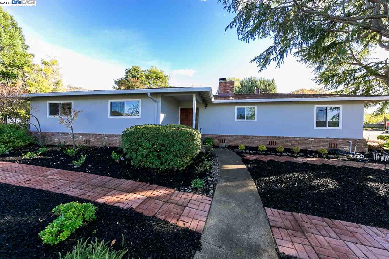 Maison unifamiliale pour l Vente à 5600 Lassen Court 5600 Lassen Court Clayton, Californie 94517 États-Unis