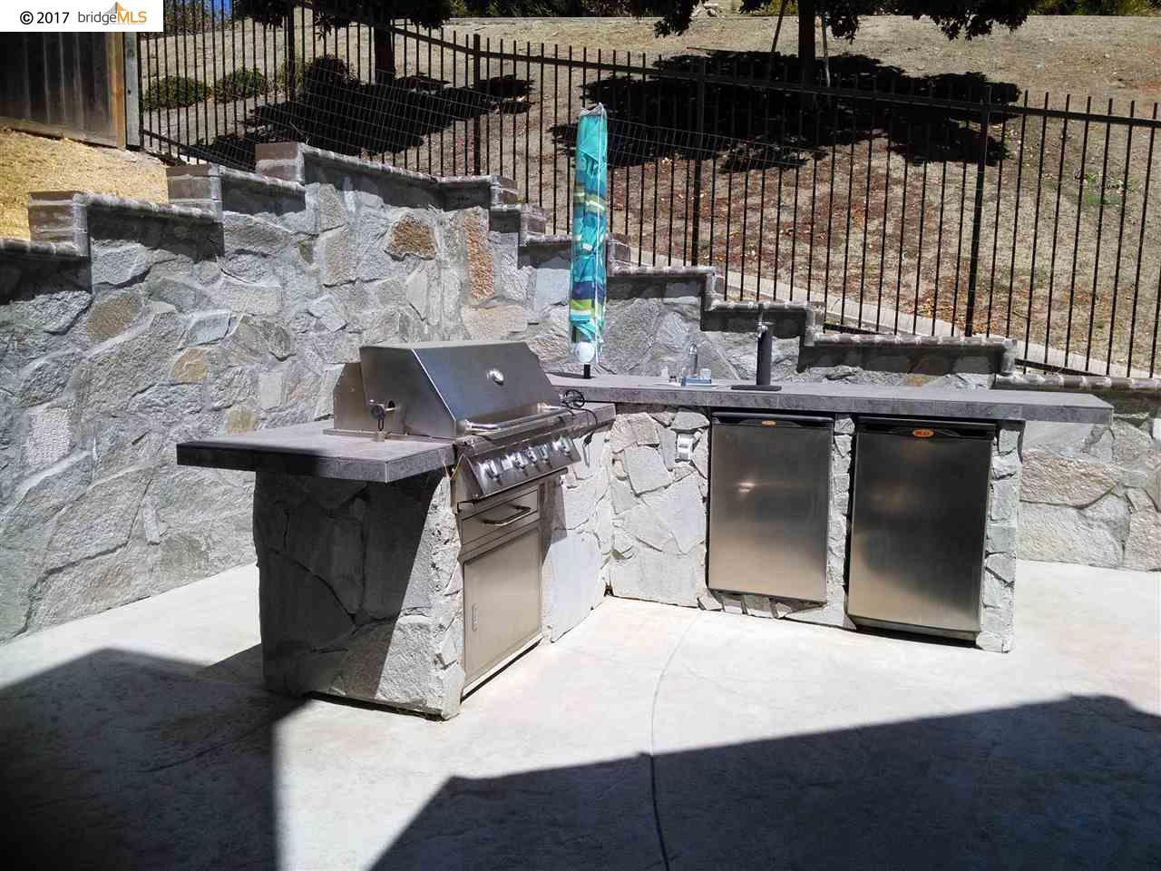 Casa Unifamiliar por un Venta en 1006 Regatta Pt 1006 Regatta Pt Hercules, California 94547 Estados Unidos