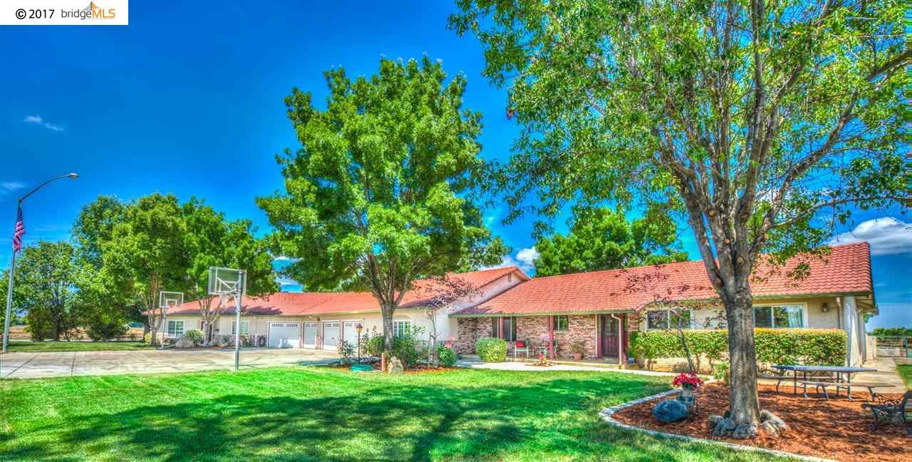 واحد منزل الأسرة للـ Sale في 1200 Chestnut Street 1200 Chestnut Street Brentwood, California 94513 United States
