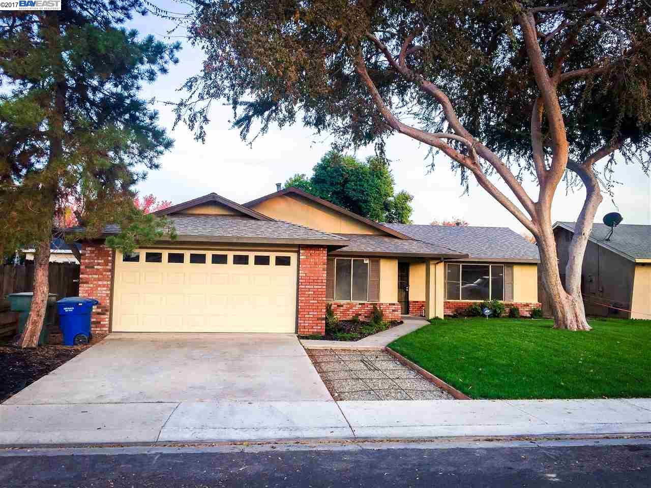 Частный односемейный дом для того Продажа на 720 Alway Drive 720 Alway Drive Modesto, Калифорния 95351 Соединенные Штаты