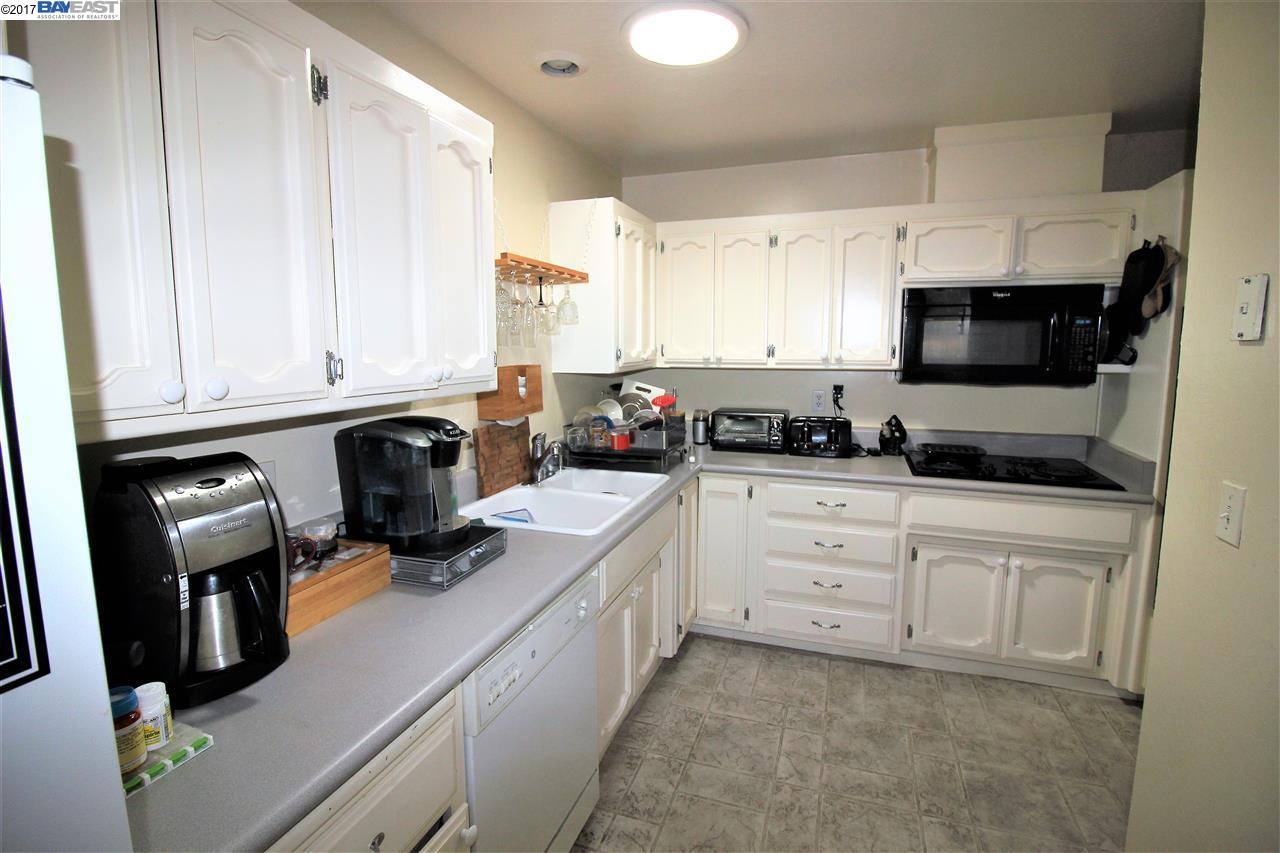 2859 Greenview Dr | CASTRO VALLEY | 1643 | 94546