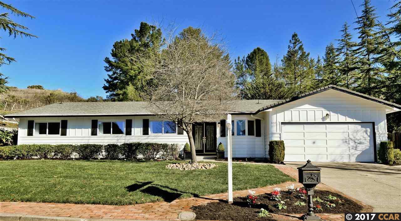 Maison unifamiliale pour l Vente à 1157 Larch Avenue 1157 Larch Avenue Moraga, Californie 94566 États-Unis