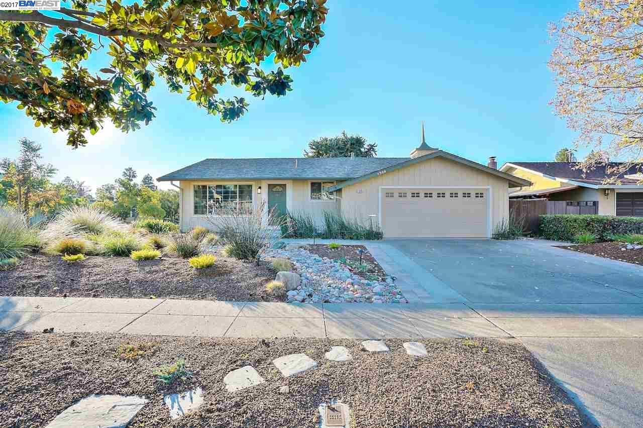 Частный односемейный дом для того Продажа на 1309 Wisteria Drive 1309 Wisteria Drive Fremont, Калифорния 94539 Соединенные Штаты