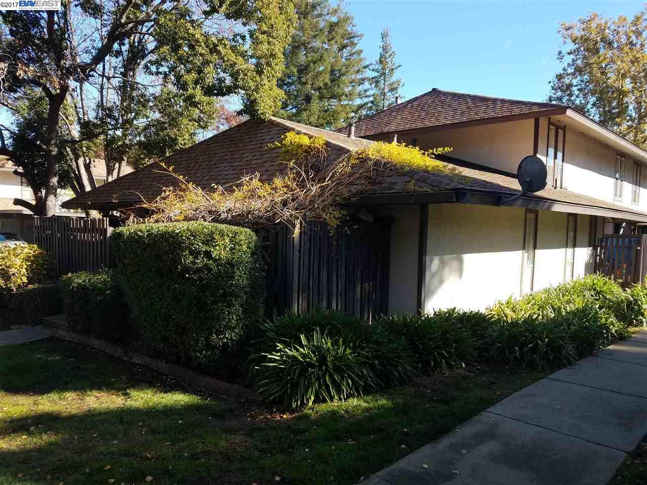 Кондоминиум для того Продажа на 5501 Roundtree Drive 5501 Roundtree Drive Concord, Калифорния 94521 Соединенные Штаты